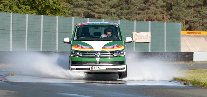 ADAC All season banden test Volkswagen T6: grip en remmen op nat wegdek