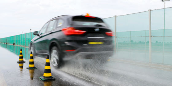 SUV winterbandentest: Auto Bild vergelijkt de grip van banden op nat wegdek