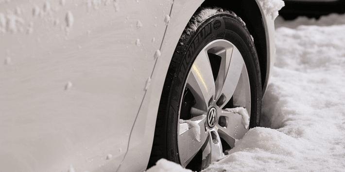 Je auto voorbereiden op de winter: tips voor auto-onderhoud en winterbanden