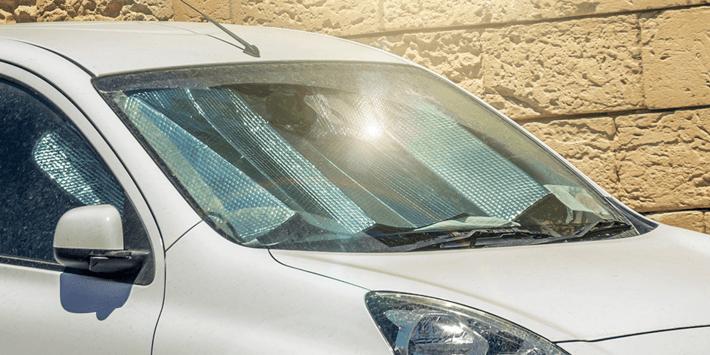Een hete auto in de zomer: wat kun je doen om hem (en jezelf) koel te houden?