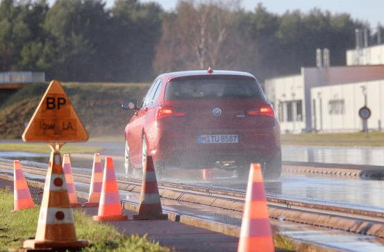Vergelijkende winterbandentest Autobild 2019: de remafstanden bij regen